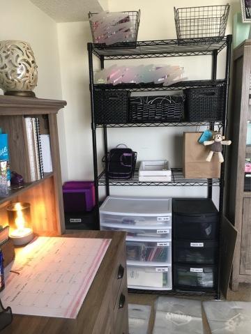 Wire Shelf + bag / mailer storage